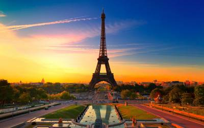 b2ap3_thumbnail_Eiffel-Tower-Paris-France.jpg